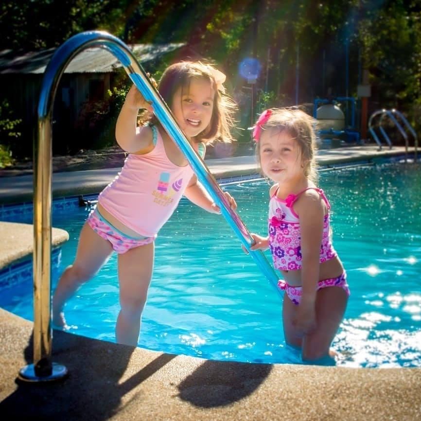 piscina en cabañas salto del laja